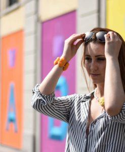 ragazza colorato e Oval collana e bracciale arancione